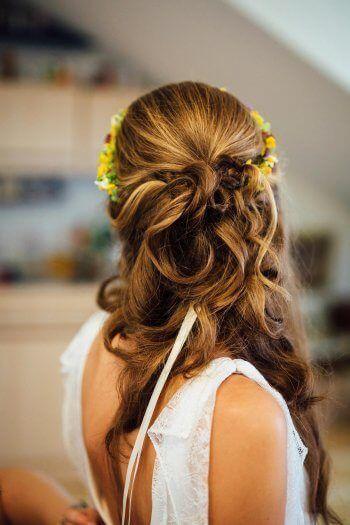 Halboffene Brautfrisur  #brautfrisur #BrautfrisurenSchleierkraut #BridalHairsty