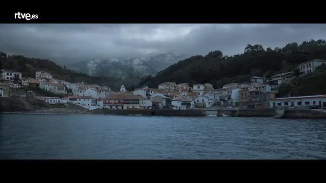 Anuncio de la Lotería de Navidad 2016. (4:54 mn) -- El anuncio más esperado del año relata la historia de Carmina, una maestra jubilada que cree que ha ganado El Gordo un día antes del sorteo de la Lotería de Navidad. El pueblo entero se unirá para mantener viva su ilusión. Está rodado en Villaviciosa en en otros punto de Asturias y lleva por título Christmas Blues. Su director es el cineasta Santiago Zannou.