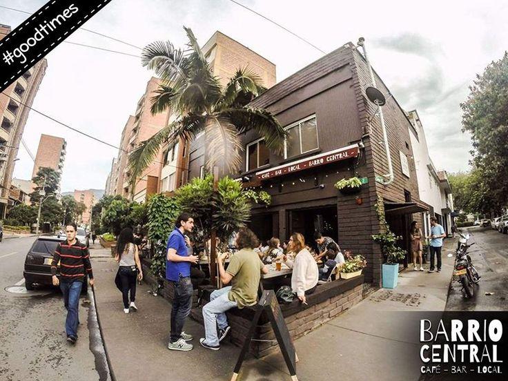 A very busy beer garden at @BARrioCentralCB #BarrioCentralCafeBar #BarLocal #BebeLocal #La70 #Laureles #SanJoaquin #Medellin