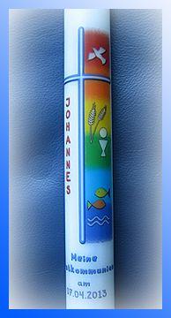 Farbenfrohe Kommunionkerze mit christlichen Symbolen zur Erstkommunion
