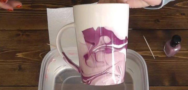 Sie taucht eine weisse Tasse mitten in die Schüssel mit Nagellack. Das Ergebnis wird dich umhauen. | LikeMag