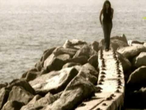"""Norah Jones - """"Don't Know Why"""", from """"Come Away With Me"""" (2002). Official music video. Copyright Blue Note Records (EMI).  Norah Jones (b. 1979) Norah Jones is the daughter of Ravi Shankar and music producer Sue Jones.  She grew up in NYC and Grapevine TX. LOVE, LOVE, LOVE her music and this song especially!"""