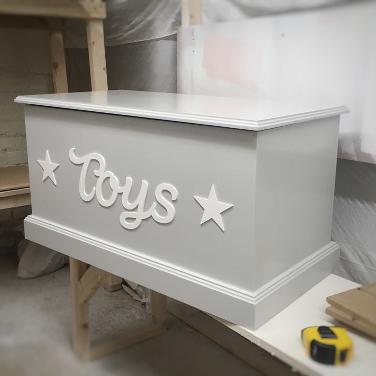 We've been a bit quiet on social media the last few weeks, we have had so many orders to fulfil before we sign off for a week for our holiday!   Who LOVES this Dove Greg Traditional Toy Box? #toybox #toystorage #toychest #toytrunk #personalisedtoybox #handmade #personalised #bespoke #toys #handmadeforyou