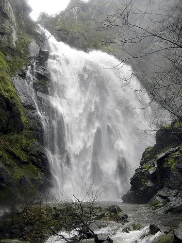 Cascada en el río Toxa (Silleda, Pontevedra) en invierno.
