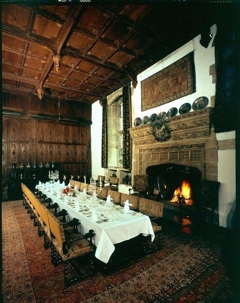 Welcome dinner in the Dining Hall at Hever Castle, once the great hall of the Boleyns: Gloriana (2012) and the Six Wives of Henry VIII (2013).