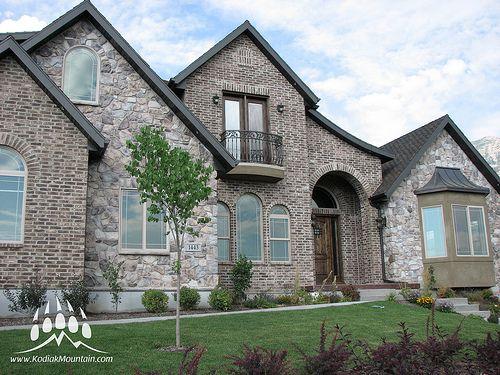 25 best stone brick combinations kodiak mountain stone for Brick stone combinations