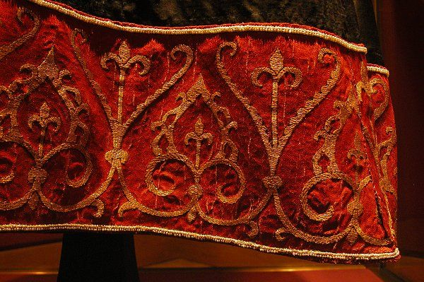 Tunic from Sicily 1130-1145  Kunsthistorische Museum, Vienna.