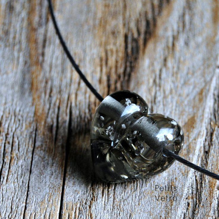 Grey glitter Heart: collarino con cuore in vetro di murano grigio con glitter di PetitsVetro su Etsy
