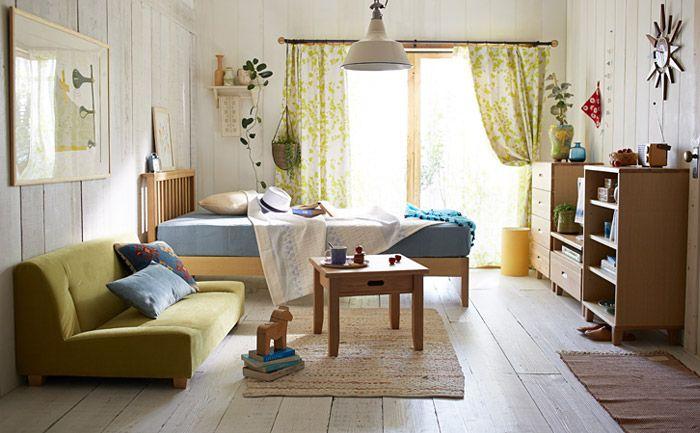 8畳の部屋に一度に収容できるアイテム数は、ワンルームの中でも多いほうといえるでしょう。たとえば、2m前後のベッド、1m幅のデスク、そして、テレビボード、ラック、そこに余裕があればソファも置けます。ただし、余裕があるからと家具を自由に置いては、レイアウトによっては狭く見えてしまったり、家具の購入に失敗したりします。しっかりサイズ感を把握した上でレイアウトを考えるようにしましょう。