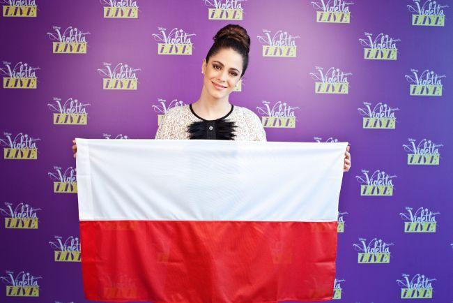 #ViolettaLive #Polonia @TiniStoessel con la bandera polaca.