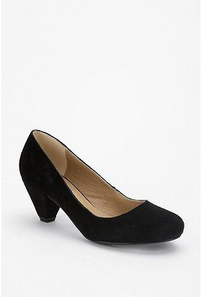 perfect black kitten heel (won't sink in the ground for outside wedding.)
