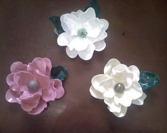 Flowers made by melting plastic spoons diy pinterest for Flowers made out of plastic spoons