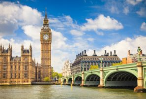 Relax and Explore London With Guided Tours