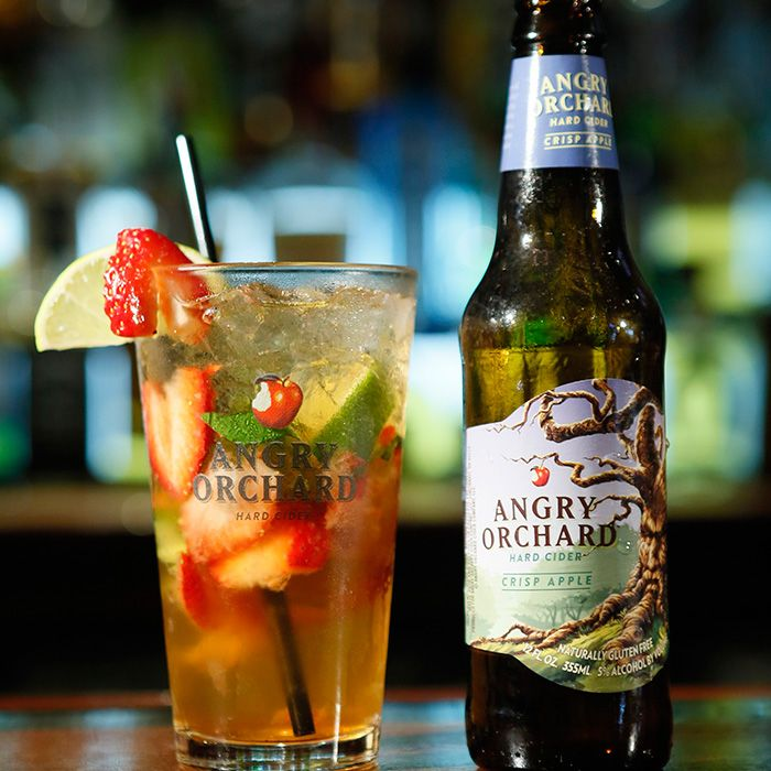 A Strawberry Hard Apple Cider Cocktail for the Fourth - SELF #angryorchard