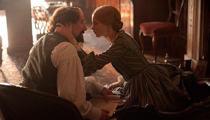 """Фильм Рэйфа Файнса """"Невидимая женщина"""" об истории любви писателя Чарльза Диккенса и молодой актрисы Эллен Тернан получил положительный прием на своей мировой премьере на кинофестивале в Теллуриде."""