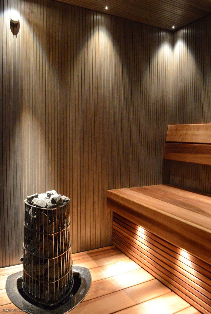 valaisimet asennettu tässä niin , että kulmassa olevan valaisimen valo osuu kahdelle seinälle, ei hyvä.