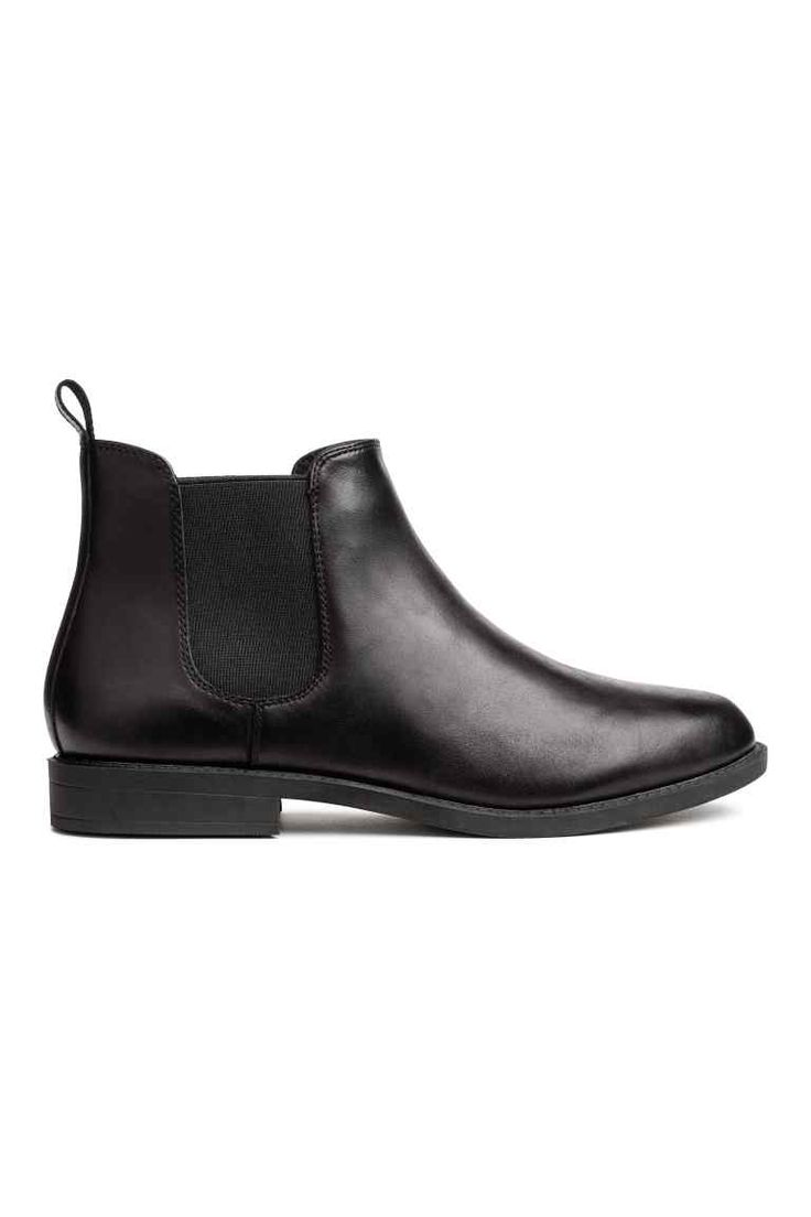 Leather Chelsea boots Model