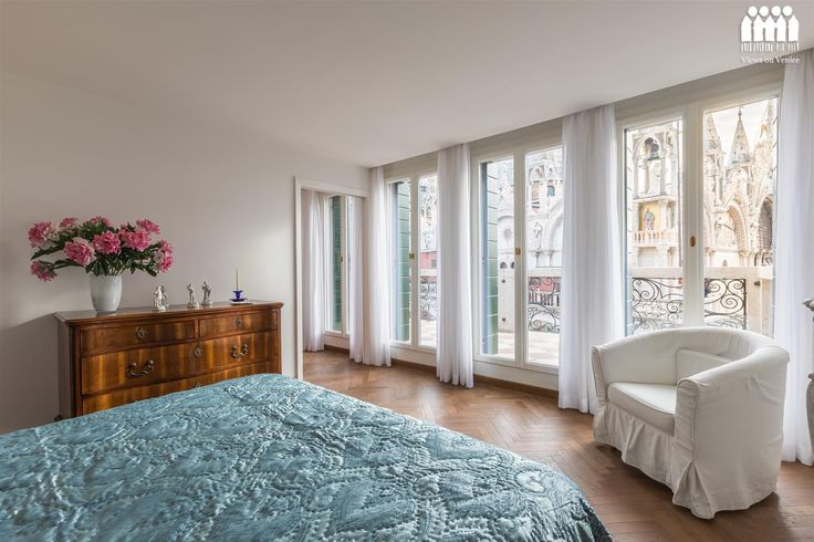 A bedroom with a view over San Marco.