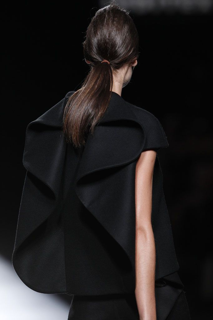 Line, Curve & Silhouette - structured fashion details with dimensional contours; sculptural fashion design // Amaya Arzuaga