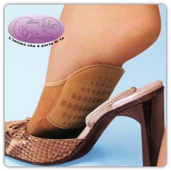 Puntalini estivi chiusi, realizzati con l'inserimento di una mini soletta antiscivolo. Lasciano respirare i piedi preservandoli dal calore e garantiscono un'ottima calzabilità.
