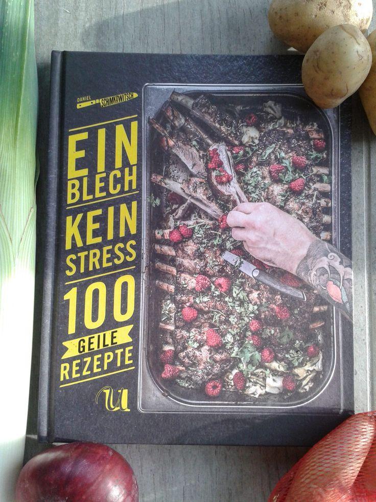 Mit diesem Foto möchte ich Euch meinen aktuellen Kochbuch Neuzugang vorstellen. Ein Blech. Kein Stress. 100 geile Rezepte. von Daniel Schimkowitsch. Gebundene Ausgabe: 208 Seiten. Neuer Umschau Buc…