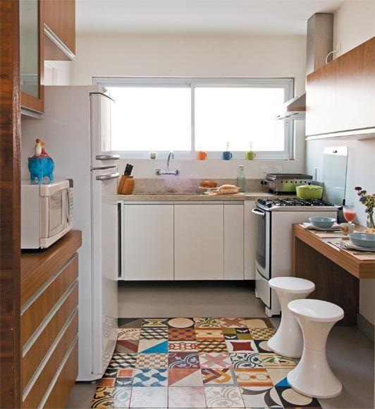 Para quem está a procura de modelos compactos para o ambiente, veja 15 cozinhas pequenas para apartamento.