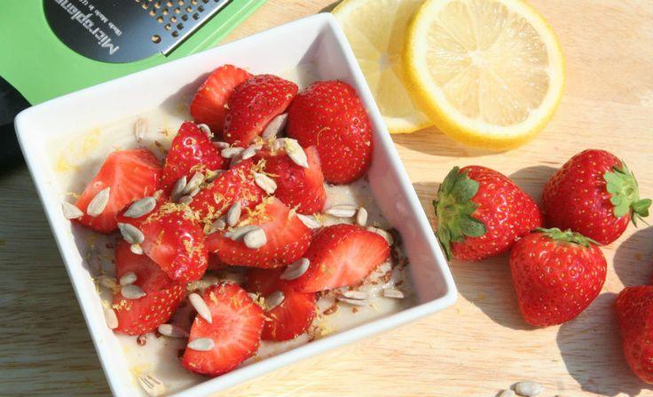 Oatmeal with strawberry > Havermout met aardbei. Recipe > www.lekkeretenmetlinda.nl