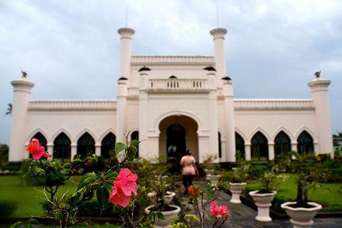 Istana depan
