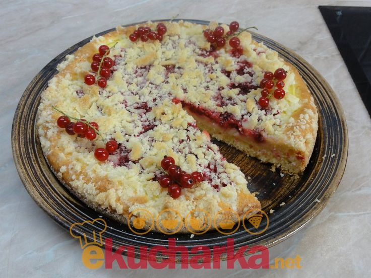 Rybízový koláč se žmolenkou a pudinkem