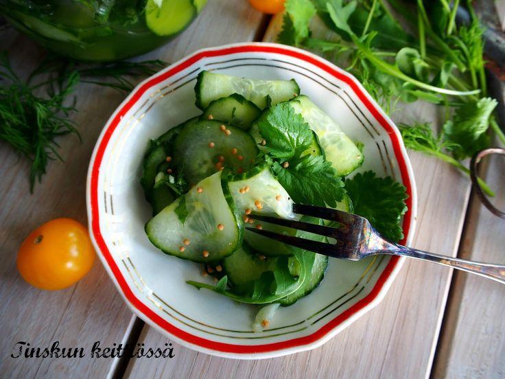 Wasabilla maustetut mummon kurkut: Tinskun keittiössä