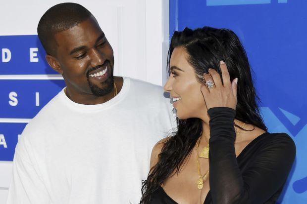 Kim Kardashian sangka jadi mangsa rogol lima lelaki yang merompaknya tapi mereka hanya ambil duit dan barang kemas berjuta dollar   BINTANG siri realiti dan media sosial Kim Kardashian mendedahkan yang dia khuatir akan menjadi mangsa rogol oleh lima lelaki yang memecah masuk ke apartmennya di Paris pada awal pagi Isnin dan mencuri barangan kemas serta intan permata berjumlah berjuta-juta dolar.  Kim Kardashian sangka jadi mangsa rogol lima lelaki yang merompaknya tapi mereka hanya ambil duit…