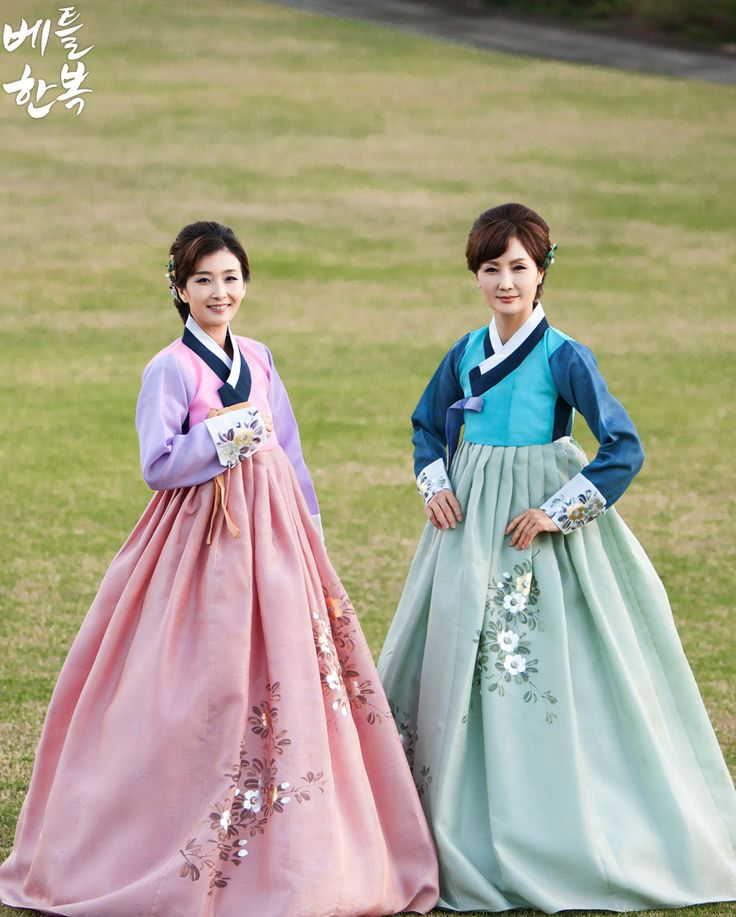 Korean traditional clothes:hanbok. #woman #mother #jeju #wonderful 요즘 양가어머니한복은 커플로 입을 수 있도록 되어있습니다^^ 신랑측과 신부측 어머님들마다 다르게 느껴지는 한복이죠?!