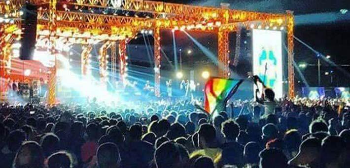 """رافع علم المثليين في حفل """"مشروع ليلى"""" يعتذر للفريق وجمهوره"""