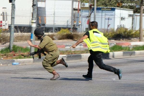 VIDEO Terror Journalism: Muslim Terrorist Disguised as a Journalist Stabs Israeli Soldier