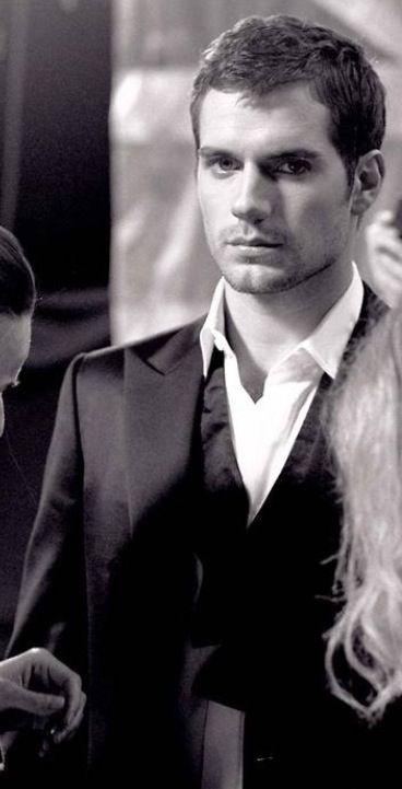 Henry Cavill ~ Y siempre te encuentro entre la multitud... ❤❤❤❤❤