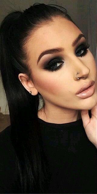 Elegant dark makeup idea