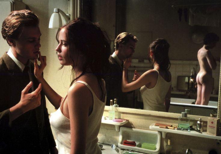 Dans «Innocents – The Dreamers», Bernardo Bertolucci met en scène     Eva Green,     Louis Garrel et Michael Pitt dans un huis clos sensuel. Au printem...