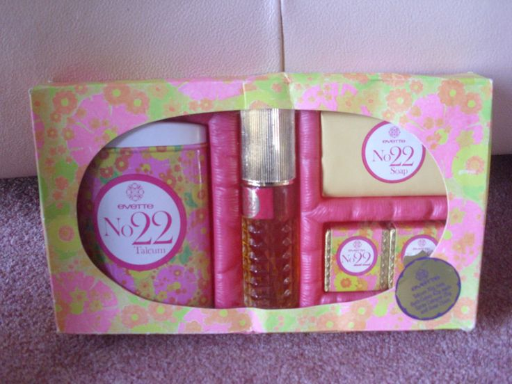 RARE VINTAGE EVETTE NO 22 PERFUME 25G TALC SOAP & BATH CUBES GIFT SET BOXED