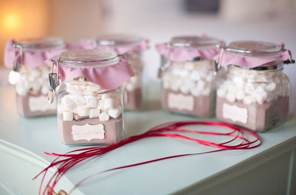 How fun would hot chocolate in a jar be? A super cute and affordable wedding favor! 11 Adorable Wedding Favors for Under a Dollar