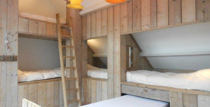 Slaapzolder met beddenbakken en luikjes | Vakantiehuis voor 10 personen Knokke | te huur bij ZaligAanZee