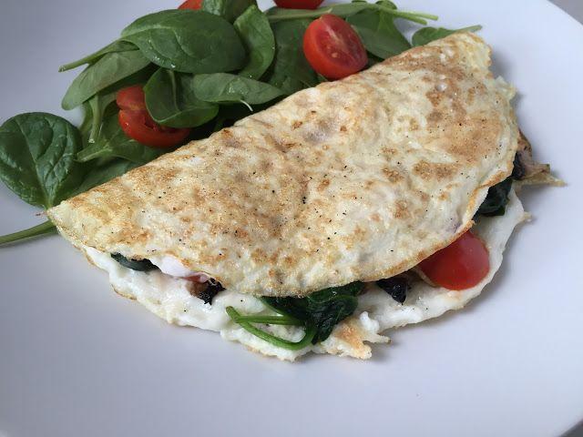 Egg White Omelette with Mushrooms, Spinach and Cherry Tomatoes // Omelette di albumi con funghi, spinaci e pomodorini