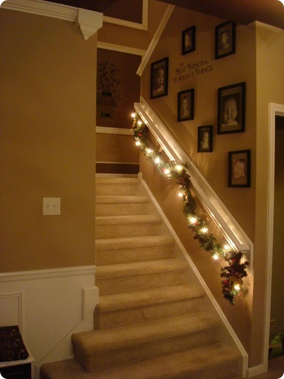 pretty stairs for holiday time.Lights, Holiday, Old House, Thrifty Decor Chicks, Decor Ideas, Christmas Stairs,  Handrail,  Banister, Garlands
