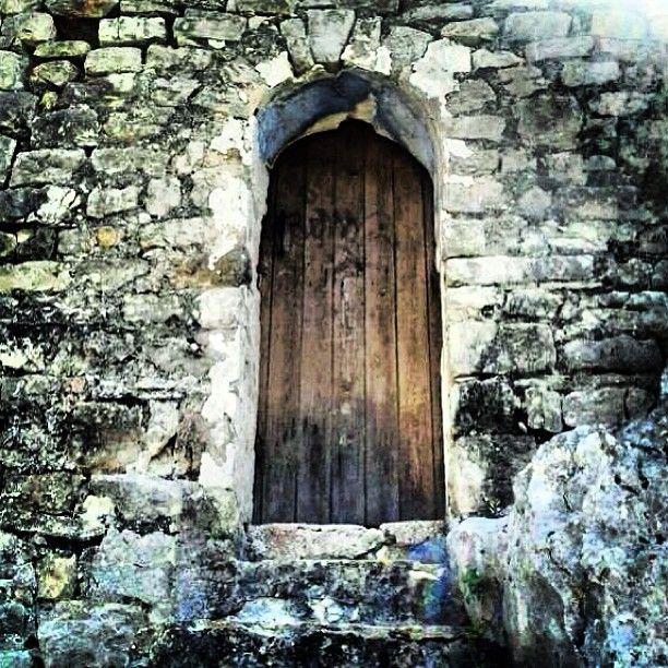 La porta que porta al cel / The door that leads to heaven / #Corsa #Pallars #Catalunya http://mandongo.cat/