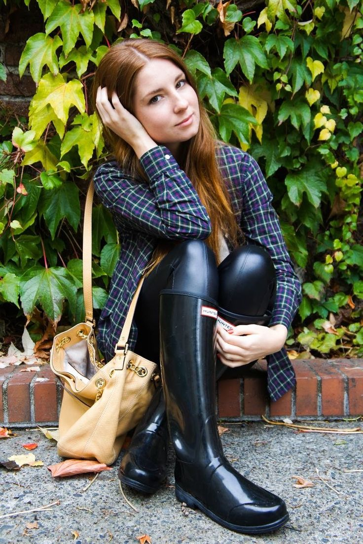 Hunter wellies and leather leggings