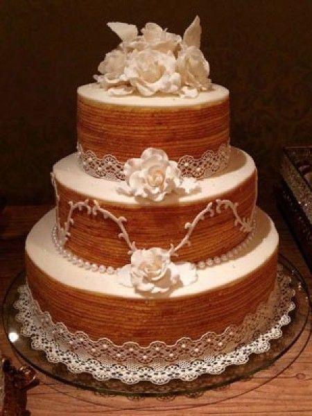 Olá Noivinhas (os)!! Hoje venho compartilhar com vocês algumas tendências de bolo para casamento em 2016. Alguns modelos ainda estarão em alta no próximo ano mas sabemos que não precisamos seguir a ''moda'' né e sim o que sempre sonhamos para o nosso