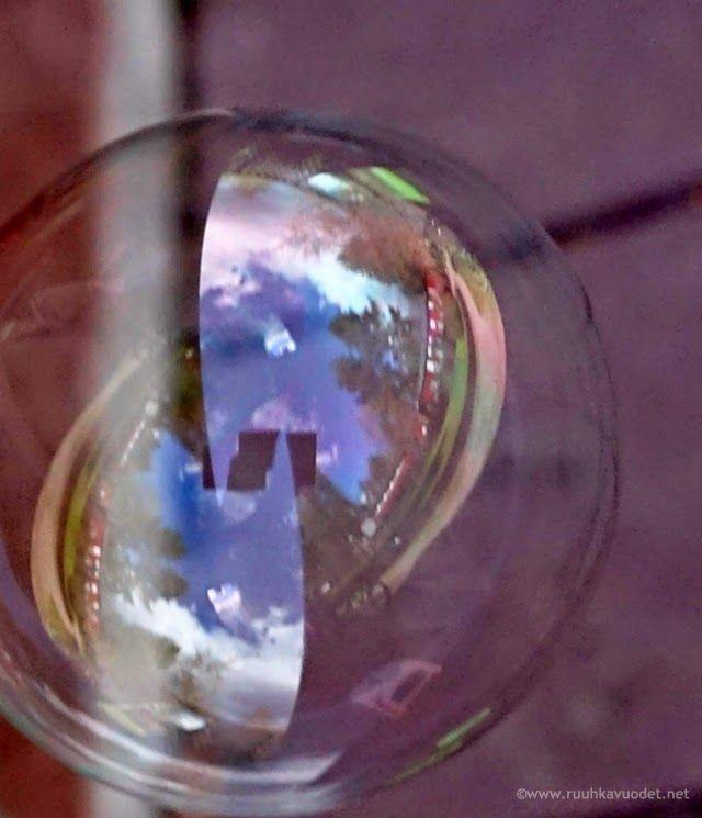 Bubble / Saippuakupla.