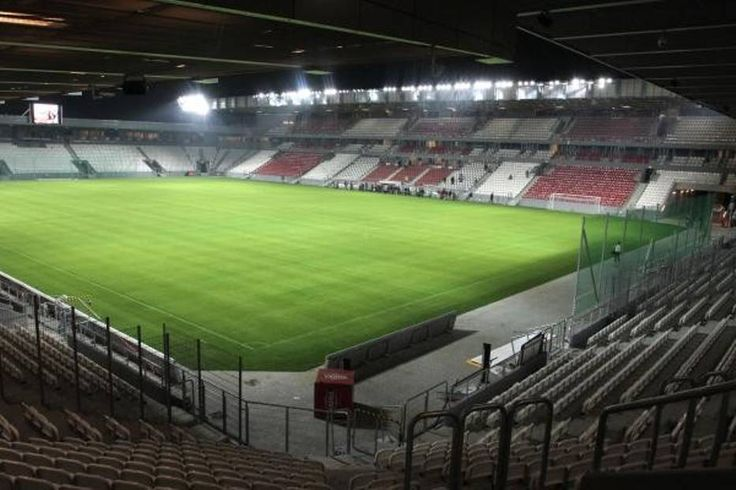 vista nocturna stadion im j zef pi sudski stadion cracovii cracovia polonia capacidad 15. Black Bedroom Furniture Sets. Home Design Ideas