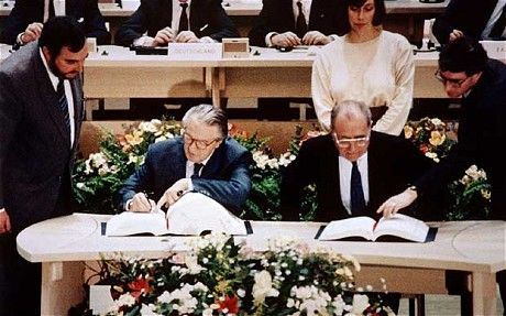 ❖ February 7, 1992 ❖ The Maastricht Treaty (formally, the Treaty on European Union or TEU) is signed by the members of the European Community (Belgium, Denmark, France, West Germany, Greece, Ireland, Italy, Luxembourg, Netherlands, Portugal, Spain, United Kingdom) in Maastricht, Netherlands