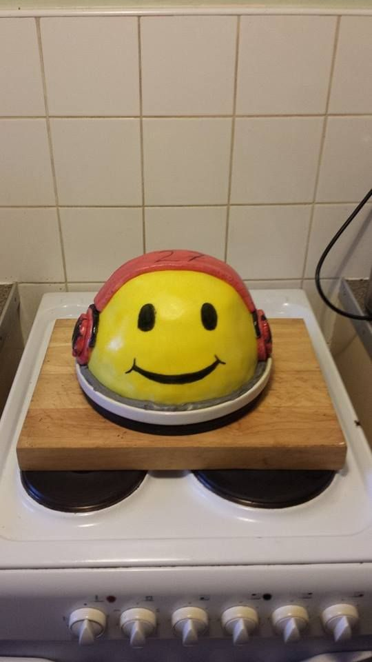 my brothers acid face raver cake i made. this was fun to do