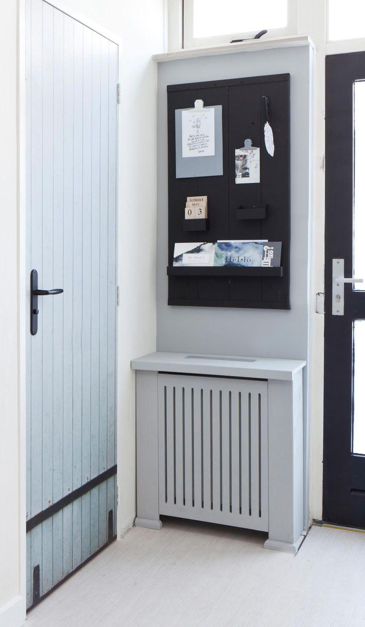 Met de vtwonen deursticker lijkt de wc-deur in de nieuwe hal van Geertje en